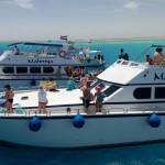 Boote bringen Taucher und Schnorchler zu den Riffen - Grand Giftun - Hurghada