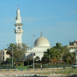 Bei der Stadtrundfahrt bieten sich auch Blicke auf die Moschee Hurghada